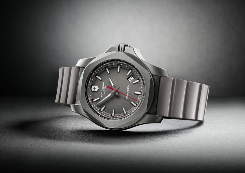 Victorinox 241757 I.N.O.X. Titanium hodinky